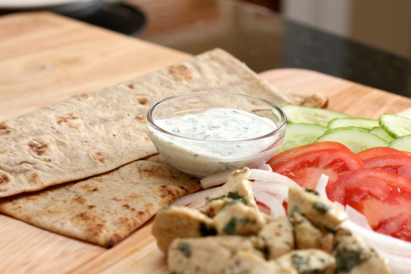 greek-pita-bread-wrap-tzatziki-sauce-recipe_4
