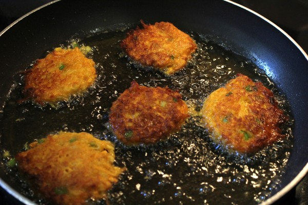 sweet-potato-pancakes-frying-in-oil5