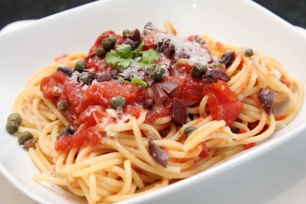 Spaghetti Alla Puttanesca Spaghetti alla puttanesca