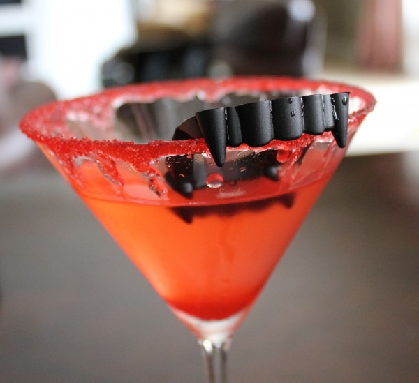 Post image for Halloween Party Drink Recipes – Vampire Kiss Martini