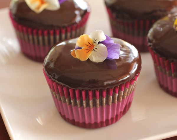 Post image for How to Make Chocolate Ganache – A Recipe for Frosting, Icing, Drizzling and More