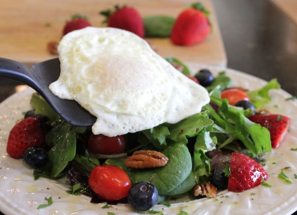 Healthy-Breakfast-Salad-With-Fried-Egg-plated-2