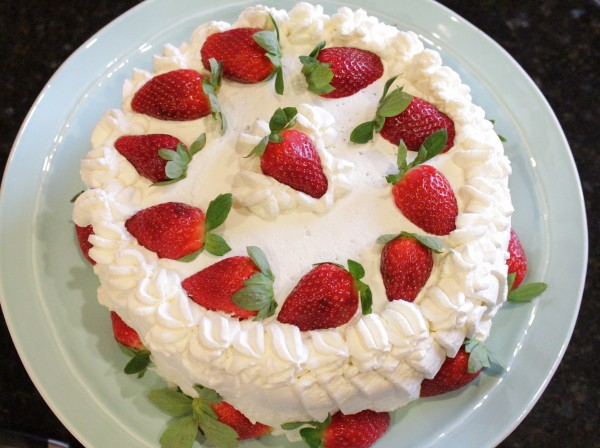 Strawberry & Whipped Cream Cake: www.cookingwithsugar.com ...