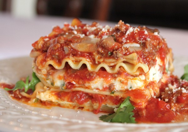 The Best Meat Lasagna Recipe – How to Make Homemade Italian Lasagna ...