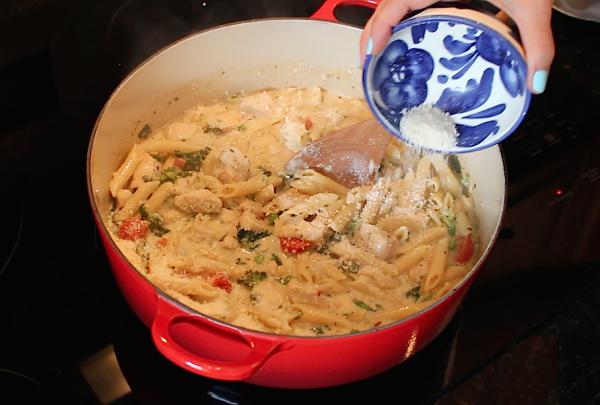 Easy-One-Pot-Easy-Pasta-Chicken-Alfredo-Primavera-Dinner-Recipe-6